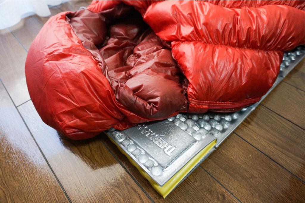 【冬でも快適】アウトドア系ミニマリストおすすめ寝袋とマットレス【モンベル・サーマレスト】